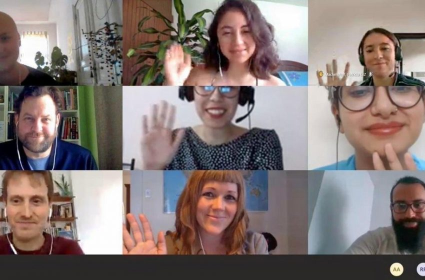 RT @GERClimatEnergy: 📣 Instead of coming to Berlin this year, some of our #betd2020 Media Fellows met online today to share experiences and ideas on #RenewableEnergy, #GreenRecovery and #journalism. What an inspiring discussion!👏🌍📝 @sharonjriley @krismantarika @utejonmayamTOI @giz_gmbh https://t.co/YkL3TLMt1N